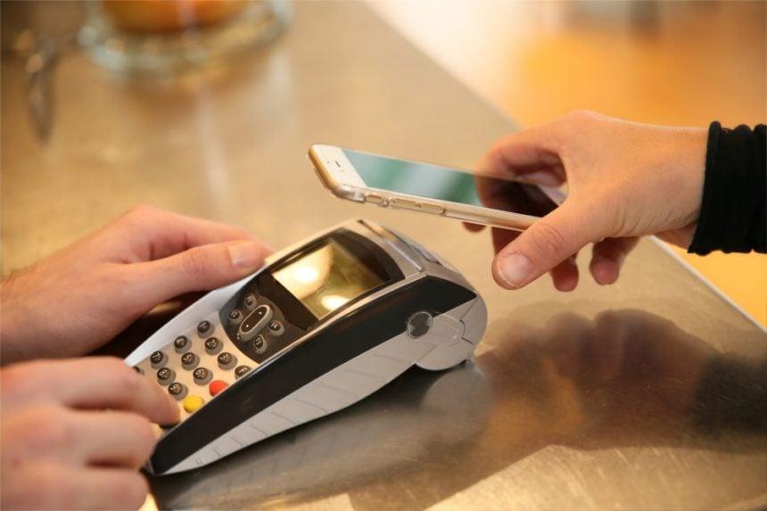 Wprowadzenie płatności bezgotówkowych: przewodnik krok po kroku