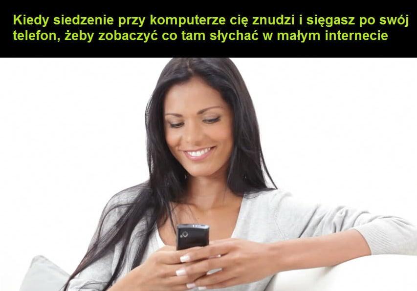 Uzależnienie od smartfona to zerkanie do niego, kiedy korzystasz z internetu.