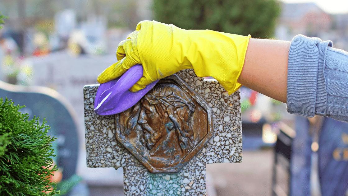 Sprzątanie grobów to pomysł na własny biznes, na który będzie rosło zapotrzebowanie.